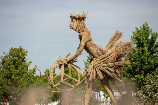 Žaliūkių malūnininko sodyboje sukurta įspūdingo dydžio skulptūra