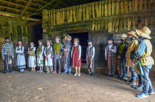 Per Sekmines Kleboniškių kaime prisiminti senieji papročiai