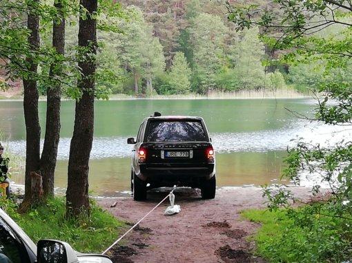 Į Antavilio ežerą įvažiavusio visureigio vairuotojui teks ir administracinė nuobauda