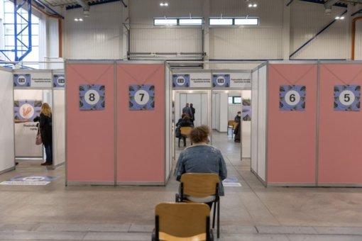 """""""Litexpo"""" vakcinacijos centro koordinatorius: nuo 13 val. informuosime, kad žmonės į eilę nebestotų"""