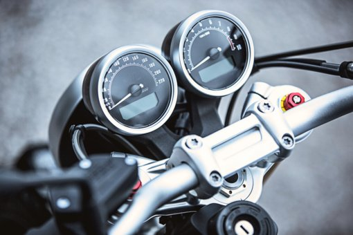 Bikūnuose į krūmus rėžėsi neblaivus motociklininkas be teisių