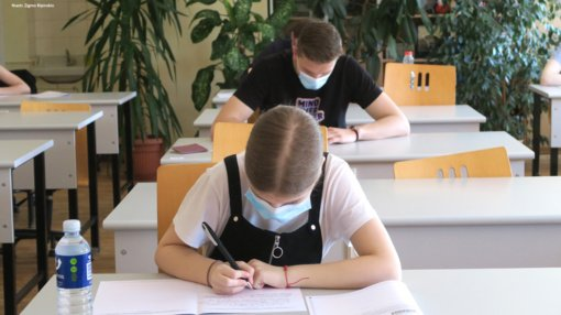 Pirmąjį brandos egzaminą laikė 172 Šiaulių rajono abiturientai
