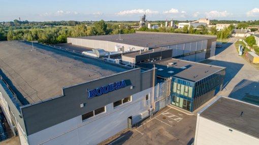 """25-ąjį jubiliejų atšventusi """"Bodesa"""": nuo dviejų šeimų verslo iki vieno didžiausių stiklo paketų gamintojų Baltijos šalyse"""