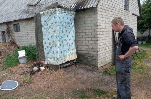 Pelutavoje liepsnojo lauko tualetas