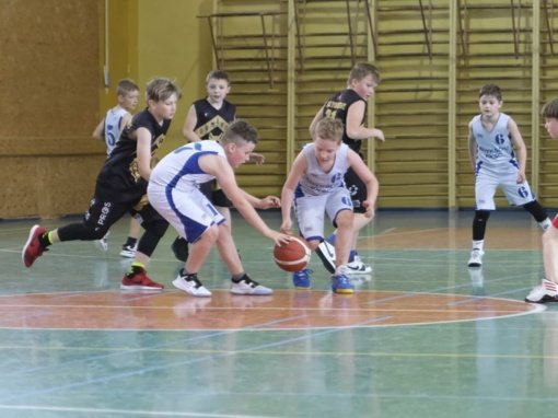 Jaunieji Anykščių krepšininkai varžėsi turnyre Ukmergėje