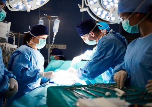 Gyvoji organo donorystė: vyras padovanojo savo žmonai inkstą
