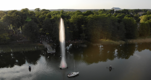 Veisiejuose atgijo prieš 13 metų sumontuotas pirmasis Lietuvoje šviesų ir muzikos fontanas