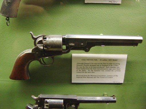 Muziejininkai prašo daugiau laiko istoriniams ginklams deaktyvuoti