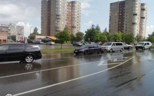 Savaitgalį per eismo įvykius sužeisti 42 žmonės, tarp jų – 15 nepilnamečių
