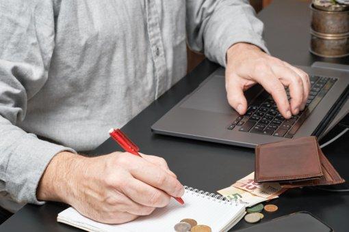 4 patarimai, kaip elgtis su skolų išieškotojais