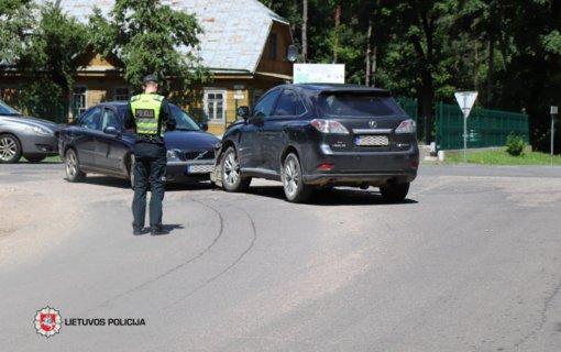 Praėjusią parą per eismo įvykius nukentėjo 16 žmonių, tarp jų – 4 nepilnamečiai