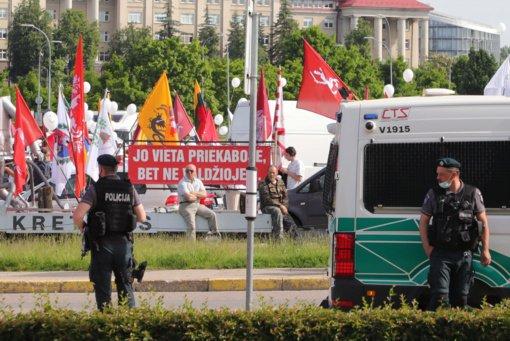 Mitinge prie Seimo pasirodęs M. Maldeikis buvo išplūstas keiksmažodžiais