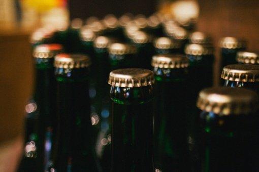 Seimo liberalai siūlo leisti silpną alkoholį nuo 18 metų, ilginti prekybos laiką
