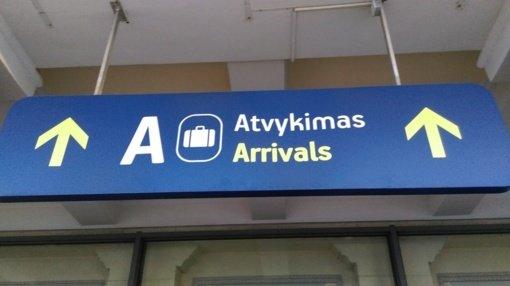 Specialiu reisu iš Anglijos parskraidinta 15 iš šalies išsiųstų lietuvių