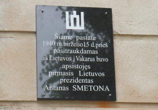 Kybartuose atidengta paminklinė lenta pirmajam Lietuvos prezidentui Antanui Smetonai