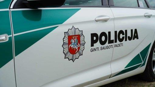 Marijampolės savivaldybėje į policijos automobilį atsitrenkė girtas vairuotojas