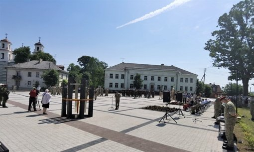 Jiezne atidengtas paminklas Lietuvos kariams savanoriams
