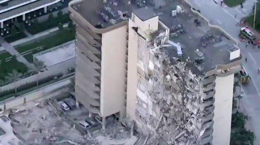 Daugiabučio griūties Floridoje aukų skaičius padidėjo iki penkių, ieškoma dar 156 žmonių