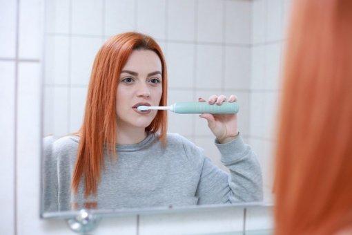 Kraujuojančios dantenos: negydant galima prarasti dantis