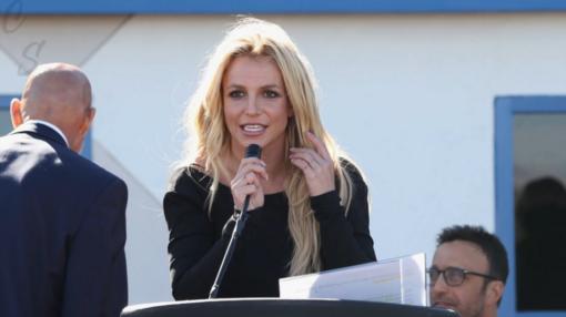 B. Spears tėvas liks jos globėjas, nusprendė JAV teismas