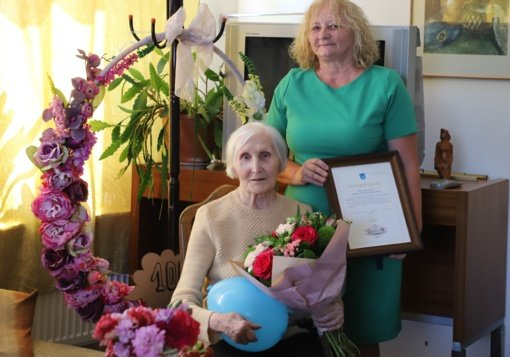 Pasveikinta 100-metė Druskininkų savivaldybės gyventoja Ona Naginevičienė