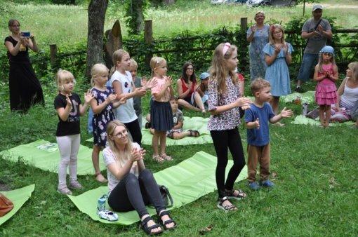 Vasaros šeimadieniai prie Anzelmo Matučio drevės