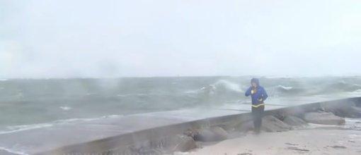 """Tropinė Atlanto vandenyno audra """"Elsa"""" pasiekė net kelis rekordus (vaizdo įrašas)"""