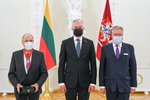 Prezidentas apdovanojo Kelmės rajono garbės pilietį baroną Wolfgangą von Stetteną
