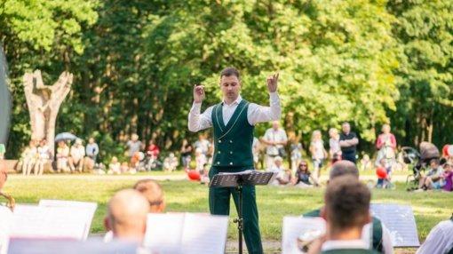 """Orkestras """"Ąžuolynas"""": įgarsiname ir šokdiname Kauno parkus"""