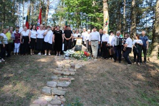 Lazdijų krašte iškilo paminklas Dzūkijos partizanui Pranui Ribinskui-Varguoliui