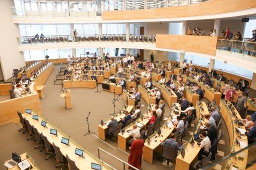 Ant parlamentarų darbo stalo – Darbo kodekso pakeitimai