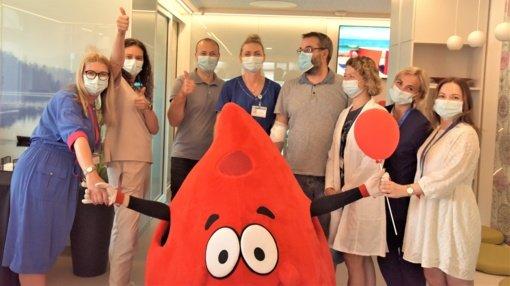 Santaros klinikose sveikinami Garbės donoro vardą gavusieji donorai