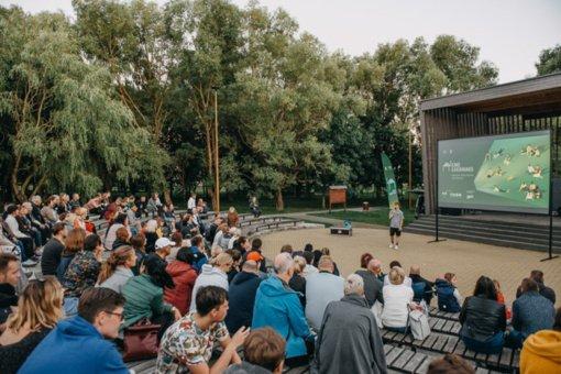 """""""Kino karavanas"""" jau šiandien atvyksta į Lazdijus: nemokami kino seansai miesto parke"""
