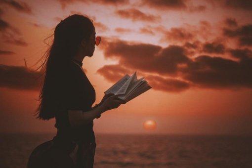 Ką skaityti vasarą: namuose, sodyboje, prie ežero ar lietui lyjant?