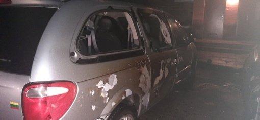 Šiauliuose sudegė brangus automobilis