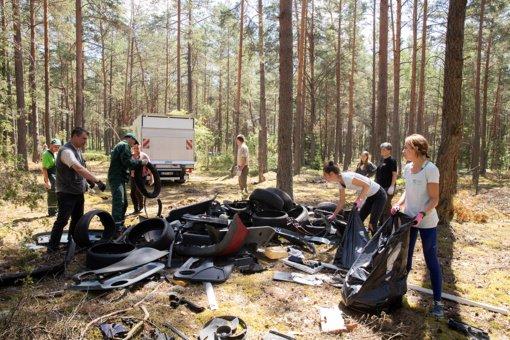 Dzūkijos nacionaliniame parke – automobilinių atliekų sąvartynai