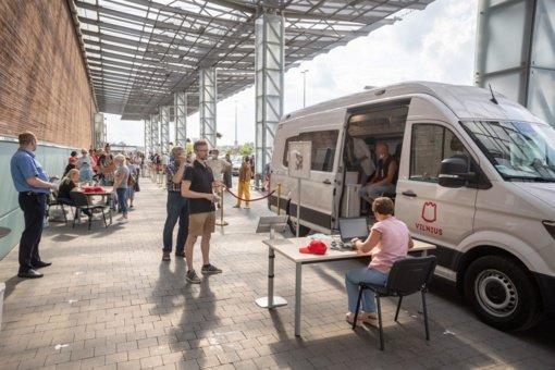 Vilniuje pradeda kursuoti du skiepijimui nuo COVID-19 skirti autobusai