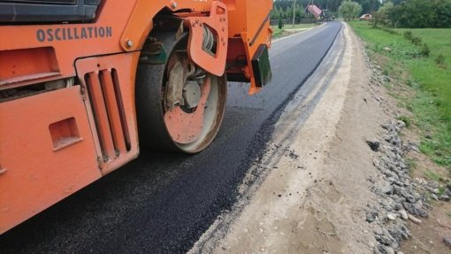 Pasirašytos sutartys dėl 4 gatvių asfaltavimo Tauragės rajone