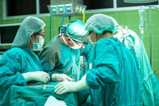 Vyras dėl gydytojų aplaidumo 18 metų kentė siaubingus pilvo skausmus