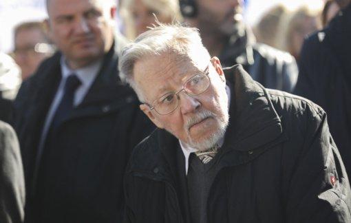 """""""Valstiečiai"""" nepalaikys valstybės vadovo statuso suteikimo V. Landsbergiui"""