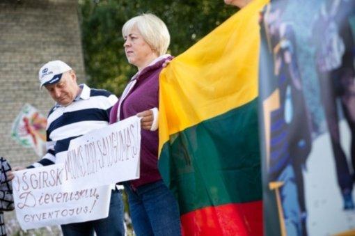 Svarbiausi ketvirtadienio įvykiai: protestas prieš migrantų apgyvendinimą ir augantys COVID-19 atvejų skaičiai