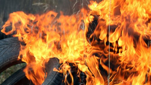 Zarasų padangų sandėlyje kilo gaisras
