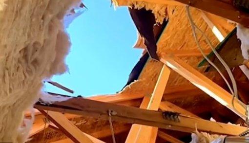Neįtikėtina: karys išgyveno kritimą iš 4,5 kilometro aukščio ir įsirėžimą į namą neišsiskleidus parašiutui
