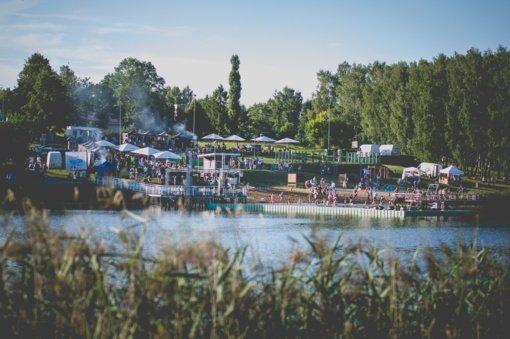 Pasimatymas Molėtuose – muzika ežero pakrantėje ir neregėta skulptūra