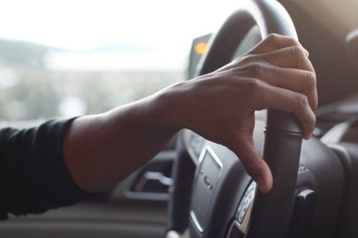 Rajoniniuose keliuose automobiliai lakstė beveik dvigubai greičiau nei leistina