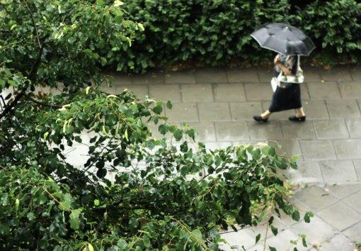 Orai: vis dažniau prapliups lietus, bus vėjuota