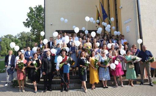 Ukmergės Jono Basanavičiaus gimnazija į gyvenimo kelią išleido 78-ąją abiturientų laidą