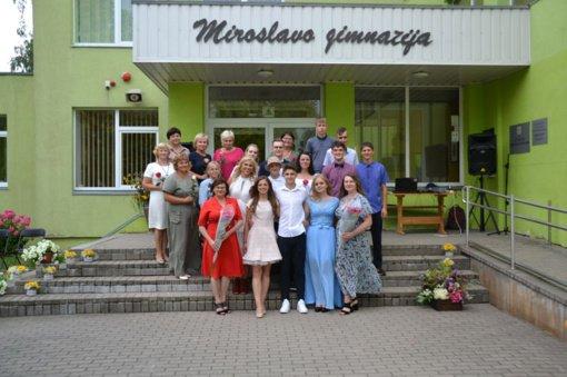 Miroslavo gimnazijos abiturientams įteikti Brandos atestatai