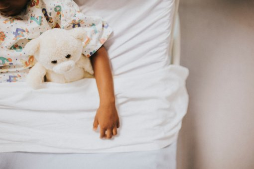 Įspėja apie Europoje plintantį virusą, pavojingesnį už COVID-19: ypač grėsmingas vaikams