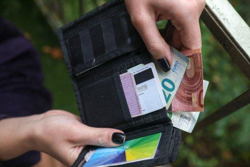 """""""Sodra"""": vidutinis atlyginimas """"į rankas"""" per metus išaugo 128 eurais"""